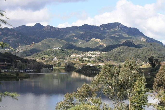 View of Lake Sherwood from Casa Della Madonna