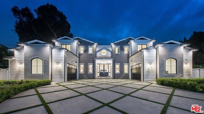 Bruce Willis buys in L.A.