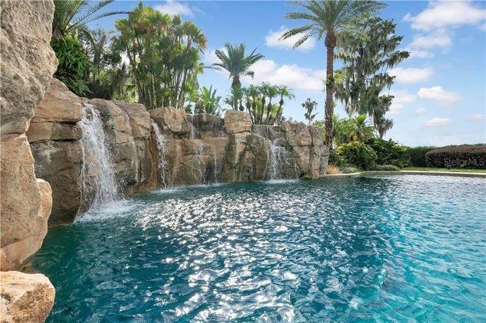 Shaq's huge pool