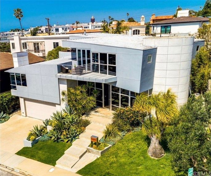Modern marvel in Manhattan Beach