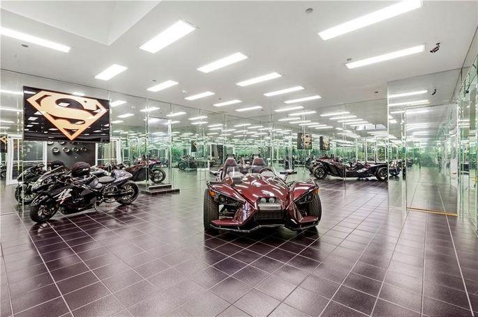 Shaq's auto showroom