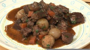 how-to-make-beef-bourguignon.WidePlayer