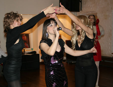 Римма Мухамедьярова, Катя Сурина и Маша Левкова: Бродячие артисты