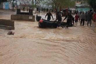 Photo of الداخلية تواصل جهودها لإنقاذ المتضررين من موجة الطقس السئ