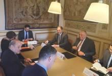 Photo of وزير الخارجية يسلم نظيره الفرنسي رسالة من السيسي لماكرون حول سد النهضة