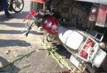 Photo of مصرع ربة منزل وإصابة زوجها وابنها فى حادث تصادم بين سيارة نقل ودراجة بخارية .