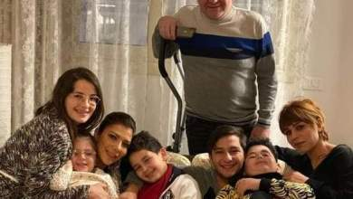 Photo of أصالة بصحبة طليقها أيمن الذهبى وابنتها شام تعلق: العائلة كل شىء