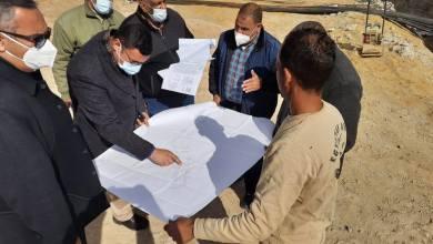 Photo of الشربيني يتفقد عدداً من مشروعات الخدمات والطرق بالمدينة