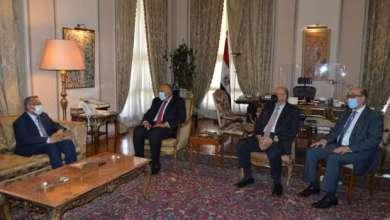 Photo of وزير الخارجية يبحث مع رئيس مجلس الشورى اليمني الأزمة اليمنية