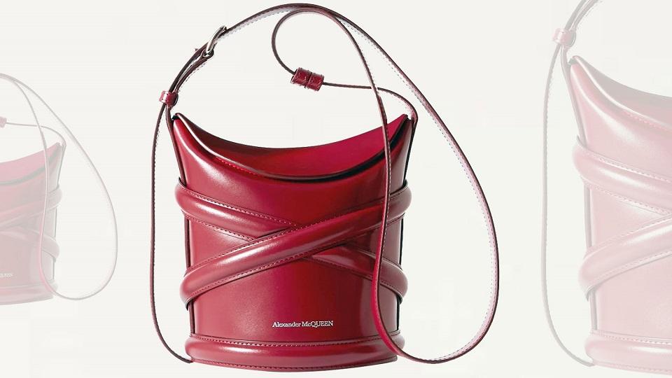 الحقيبة الدلو