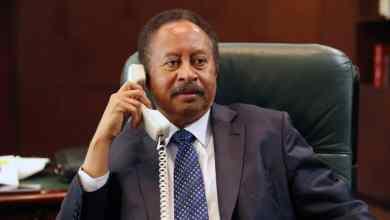 الرئيس الفرنسي يعلن تعهدات لحمدوك عبر الهاتف