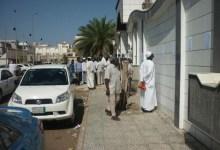 سودانيون يتوسدون (الكراتين) بالسعودية لبطء القنصلية في اكمال اجراءاتهم