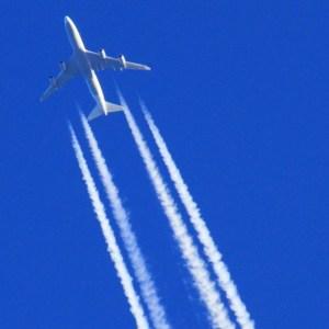 飛行機雲4本