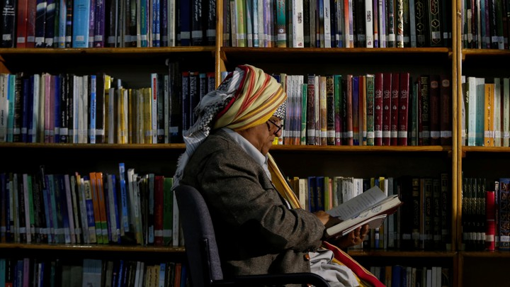 Yemeni author Mohammed al-Qaoud reads a book at a library in Sanaa, Yemen April 18, 2018. Picture taken April 18, 2018. REUTERS/Khaled Abdullah - RC12B58C4A20