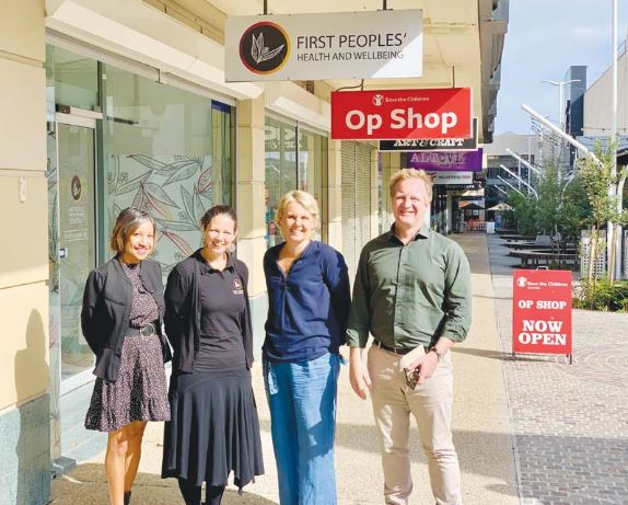 FIRST Peoples' Health and Wellbeing's Naaz Stojkova and Karinda Taylor with MPs Peta Murphy & Paul Edbrooke standing outside FPH&WS shopfront