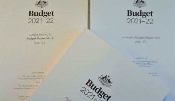 copies of cover of 3 Budget 2021–22 budget paper