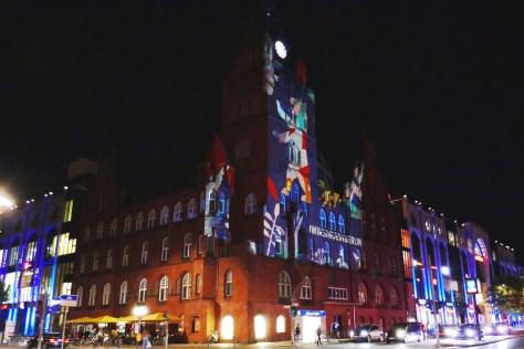 2020: das Rathaus Steglitz  leuchtet. Foto: Ulrich Horb