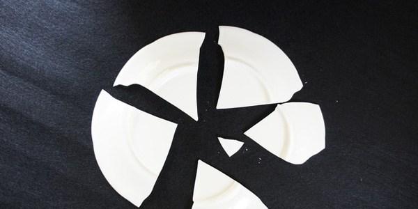 飲食店でお客様がお皿を割ってしまった!さてどうする?