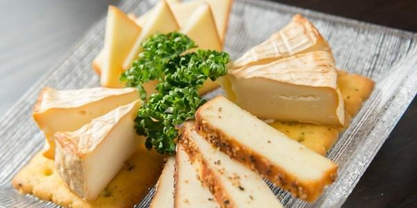 飲食店で提供するワインとチーズの選び方のコツ