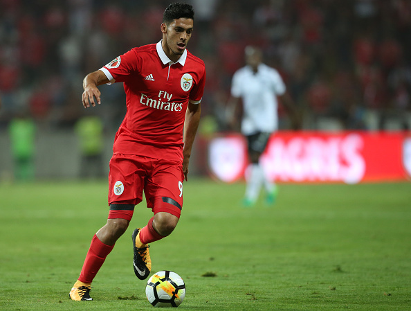 Raúl Jiménez anota doblete y da triunfo al Benfica