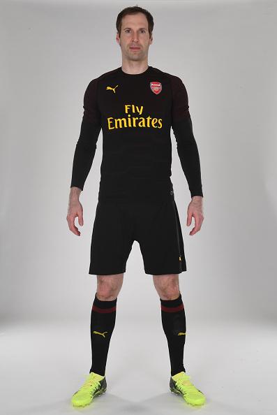 El Arsenal presentó su nueva equipación.