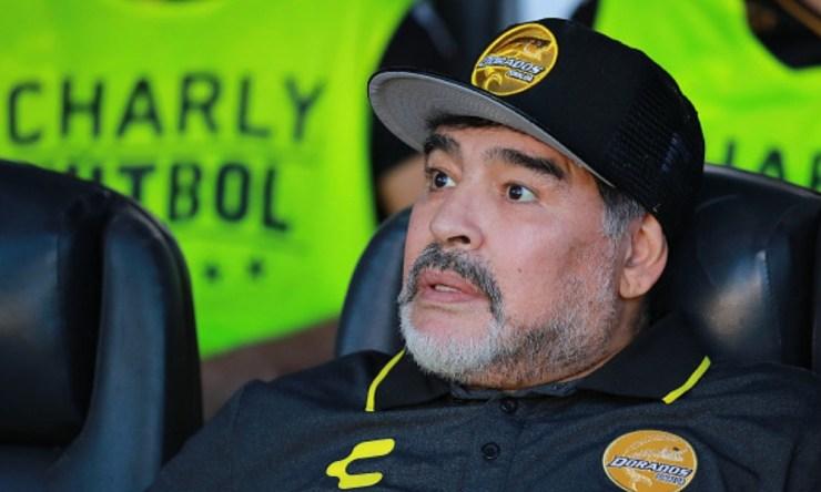 Maradona afirmó que el árbitro ayudó a los Gallos