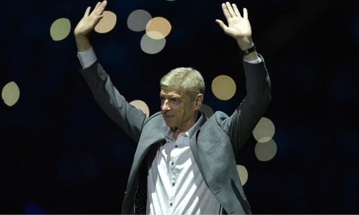 Arsène Wenger, OBE honoraria, es un ex-futbolista, entrenador y economista francés.
