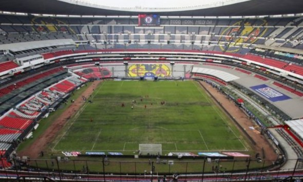 el césped del estadio Aztecael césped del estadio Azteca
