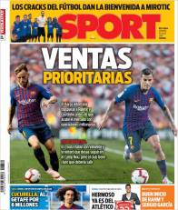 El Barça tiene como prioridad vender a un par de futbolistas, Ivan Rakitic y Philippe Coutinho. (Sport)