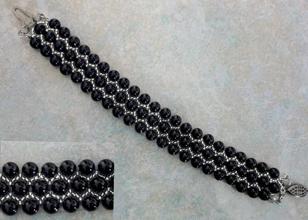 A fekete gyöngyök és gyöngyök nagyon lenyűgözőek!