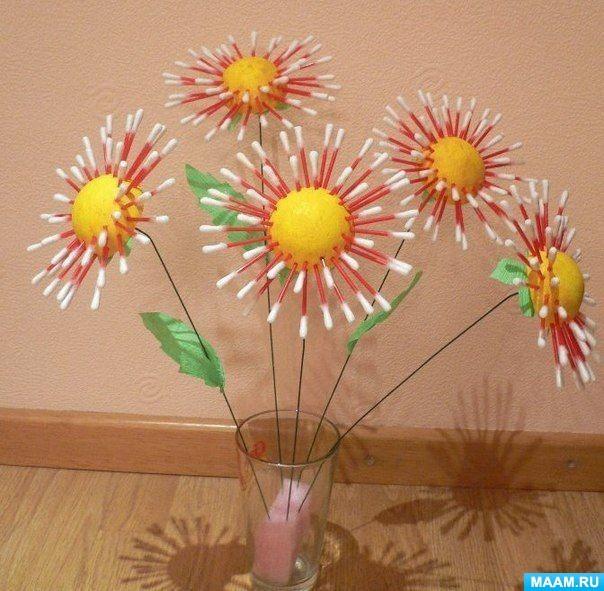 Một bó hoa cúc làm bằng gậy bông!