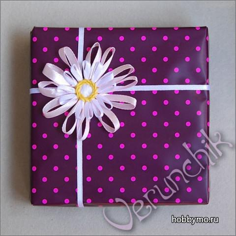 Packaging with flower from ribbons