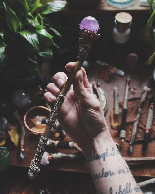 волшебная палочка с кристаллом