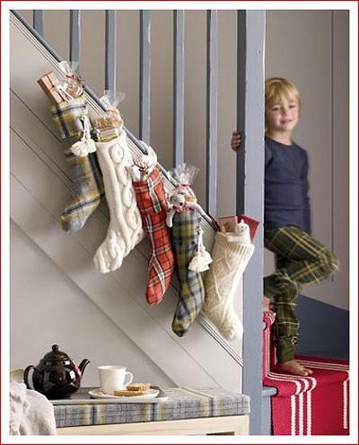 Рождественские носки на лестнице