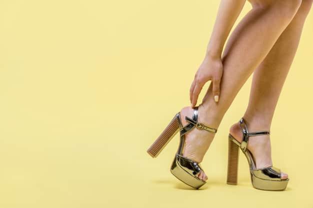 Sapatos de Salto Alto em Excesso Podem Causar Problemas