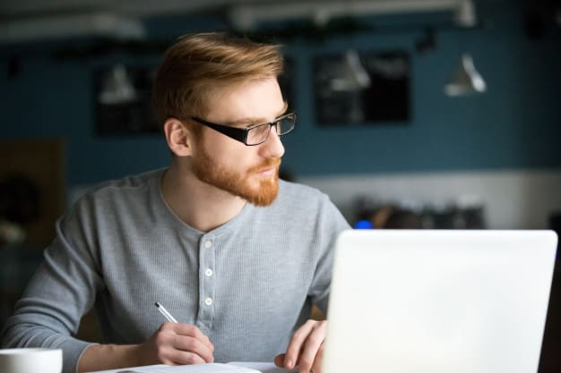 Assistindo Aulas de Inglês On-line