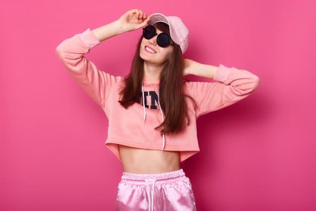 Como usar boné em looks femininos