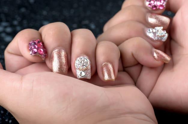 Unhas decoradas com glitter