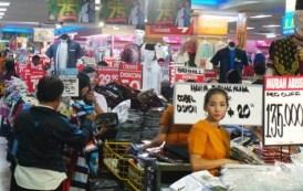 Jelang Lebaran Seluruh Pusat Perbelanjaan Diserbu Warga