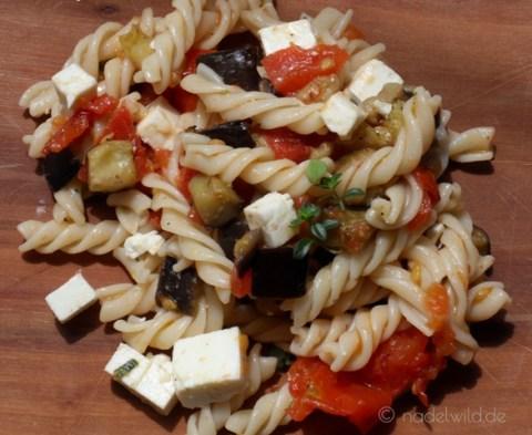 Nudelsalat mit gegrilltem Gemüse