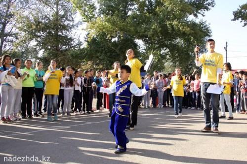 "СОШ №43. Песню ""Жас Казахстан"" исполняет третьеклассник СОШ №44 Ерлан АЛИХАН."