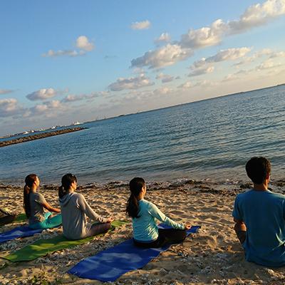 サンセットヨガ  ビーチヨガ sunset yoga sunset beach yoga