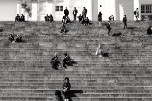 Tourists on the steps infront of the Dom