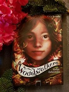 """""""Woodwalkers - Hollys Geheimnis"""" von Katja Brandis"""