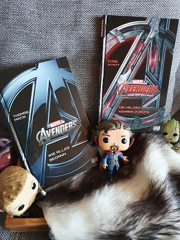 """""""Avengers - Wie alles begann"""" von Thomas Macri und """"Avengers Age of Ultron - Die Helden kehren zurück"""" von Chris Wyatt"""