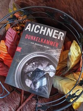 """""""Dunkelkammer - Ein Bronski Krimi"""" von Bernhard Aichner"""