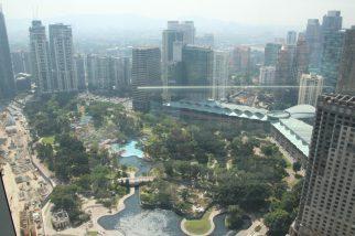 Blick auf den Park hinter den Petronas