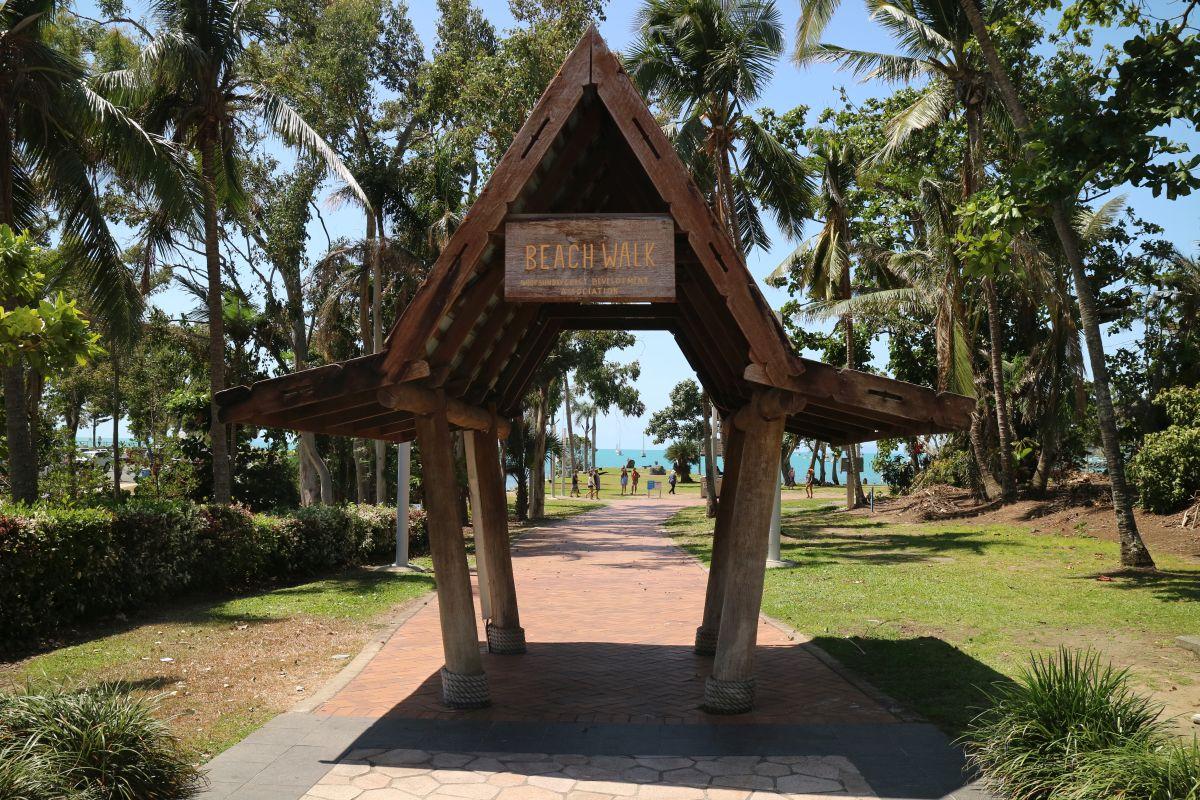 Way To The Beach - Airlie Beach