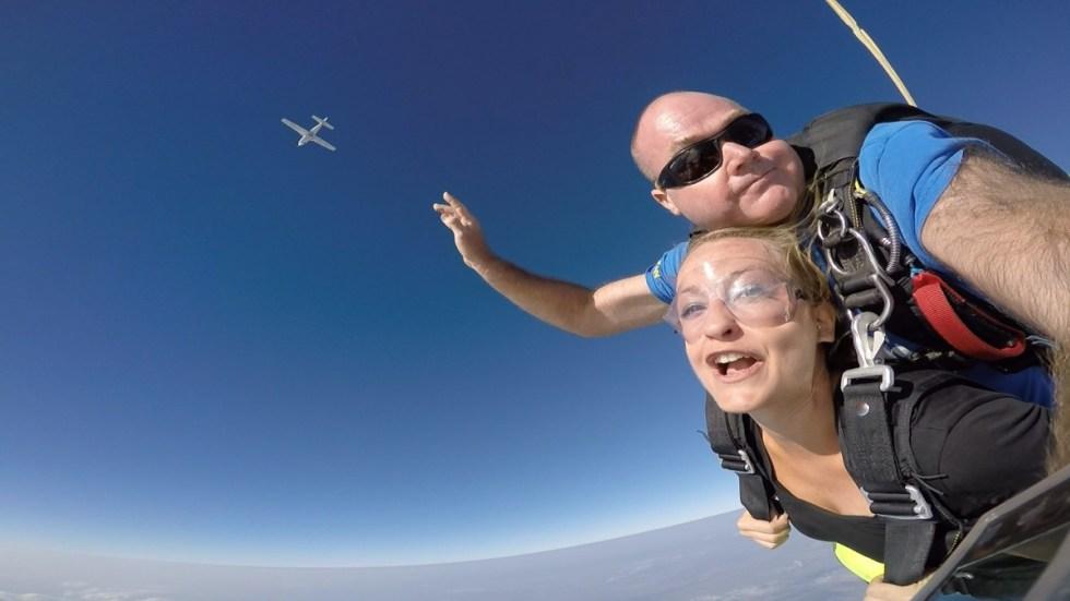 Aufnahme meies Skydives mit der GoPro meines Tandemmasters