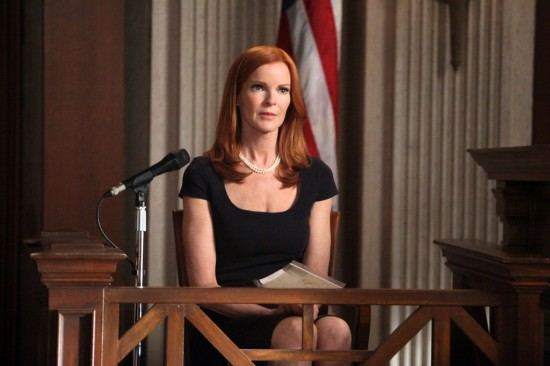 793cd-desperate-housewives-the-people-will-hear-season-8-episode-21-4-550x366